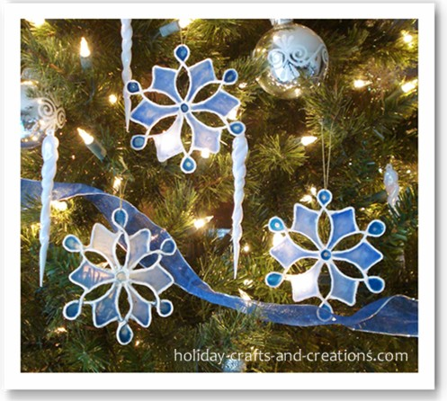 Christmas Craft Ideas  on Easy To Make Christmas Ornaments  Stained Glue Snowflake